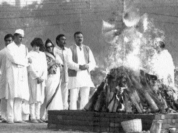 Indira Gandhi, Rajiv Gandhi, Rahul Gandhi, Sonia Gandhi, Zail Singh, Delhi, 1984,
