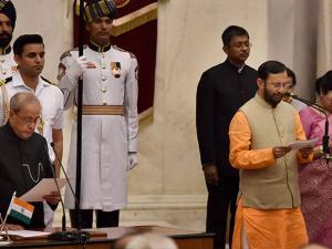 Pranab Mukherjee administers oath to Prakash Javadekar as a Cabinet minister