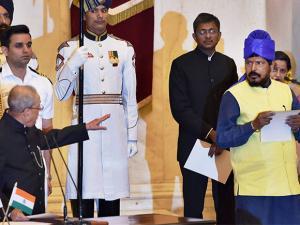 Pranab Mukherjee administers oath to Ramdas Athawale