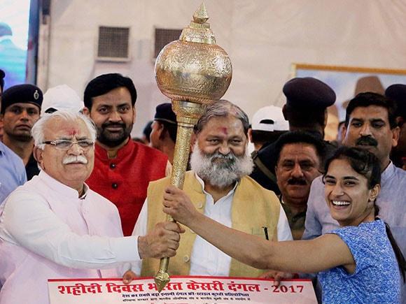 Bharat Kesri Dangal 2017, P V Sindhu, Manohar Lal Khattar, Sakshi Malik, Vinesh Phogat, Rio Olympic medalist, Dangal