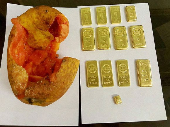 78 lakh, gold, papaya, gold smuggle, Indira Gandhi International Airport, smuggling, gold biscuit