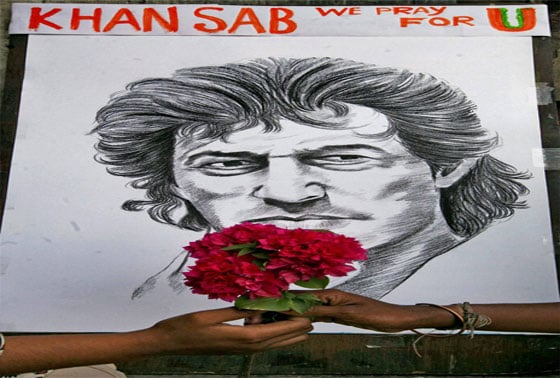 Fans of Pakistan's cricketer-turned-politician Imran Khan offering prayer for his speedy recovery at a city pavement in Kolkata