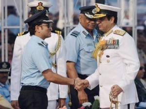 Navy Chief RK Dhowan shakes hands with Honorary Group Captain Sachin Tendulkar