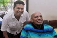Sachin Tendulkar seeks the blessings of his Guru, Ramakanth Achrekar