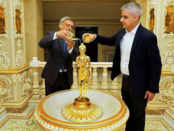 Sadiq Khan, Sadiq Khan Mayor, Sadiq Khan in temple, Sadiq Khan MP, Sadiq Khan Speech, London Mayor, Mayor of London, Shri Swaminarayan temple, London Mayor, Swami Narayan Temple, Swami Narayan Mandir, Sadiq Khan, London Muslim Mayor