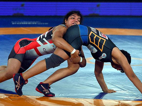 Pro Wrestling League, Sakshi Malik, Sangita Phogat