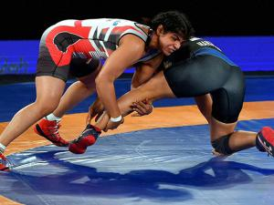 Sakshi Malik of Colors Delhi Sultans  fights  against  Manju Kumari  NCR Punjab Royals (58kg)