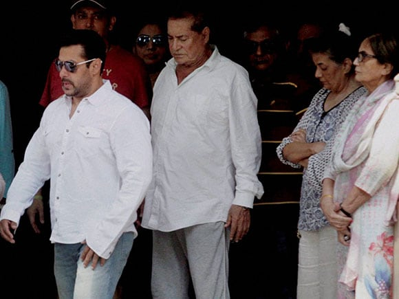 Salim Khan, Salma Khan, Salman, Hit-and-Run Case,  Hit-and-Run, Salman Khan, High Court, 2002 Hit-and-Run Case