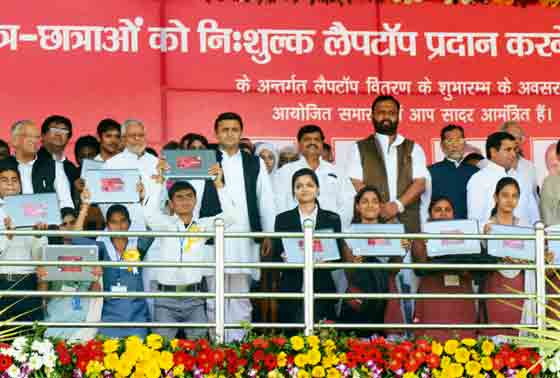 UP Chief Minister Akhilesh Yadav with students
