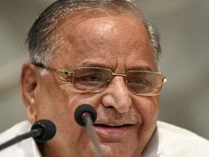 Mulayam Singh Yadav addresses the media at a press conference