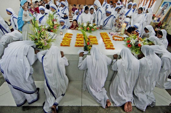Nuns paying tributes to Mother Teresa on her death anniversary at Missionaries of Charity in Kolkata on Thursday.