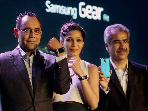 Samsung Galaxy S5, Smartphone, Freida Pinto, Vinee Taneja, Manu Sharma