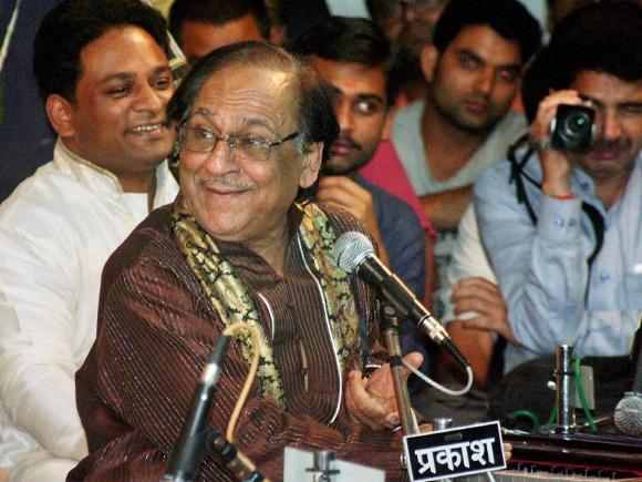Pakistani, Singer, Ghulam Ali,  Ghazal, Sankat Mochan Sangit Samaroh, Varanasi, Sankat Mochan, Sangit Samaroh