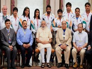 Prime Minister Narendra Modi and Minister of State for Youth Affairs and Sports, Jitendra Singh in a group photograph with the  Indian contingent