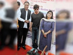 Shahrukh Khan with Poonam Mahajan