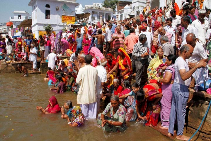 Devotees, take, dip, lake, occasion, Somvati, Amavasya, Pushkar