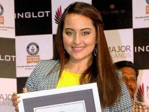 "Sonakshi Sinha receiving the Guinness World Record title of ""Most people painting their fingernails simultaneously"" on behalf of a women's brigade at Poland-based cosmetic brand Inglot' s Women's"