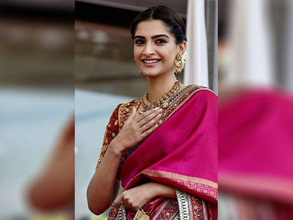 Sonam Kapoor, Kalyan Jewellers, Kalyan Jewellers showroom, Sarees, Bollywood