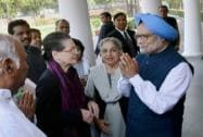 Manmohan greets Sonia and other top Cong leaders