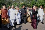 Sonia leads solidarity march for Manmohan Singh