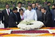 Sri Lanka's President Maithripala Sirisena and his wife Jayanthi Sirisena paying tribute to Mahatma Gandhi