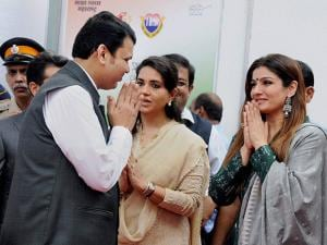 Devendra Fadnavis along with  Shaina NC and  Raveena Tandon