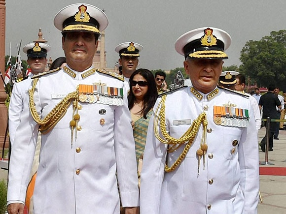 Indian Navy Chief, Admiral Sunil Lanba, Sunil Lanba, vice admiral sunil lanba, RK Dhowan, navy chief of india, new navy chief, indian navy, Guard of Honour, South Block, Delhi