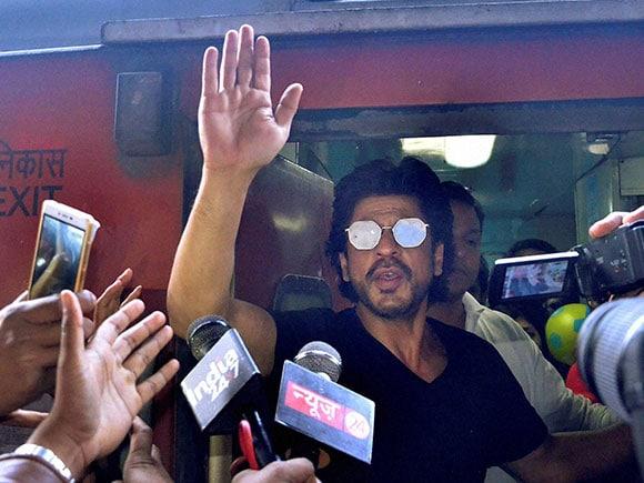 Raees, Shah Rukh Khan, August Kranti Rajdhani Express, Mumbai to Delhi