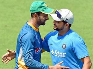 Suresh Raina and Pakistan cricketer Shoaib Malik