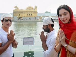 Prabhu Deva, Sonu Sood, Tamannaah paying obeisance at Golden Temple