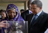 Tanzania President Jakaya Kikwete and his wife Salma receiving a memento after paying homage at Mahatma Gandhi's memorial Rajghat