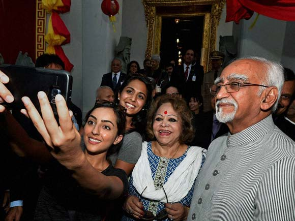 Hamid Ansari, India vice president ,Thailand ,Bangkok, Bangkok visit, Salma Ansari , Buddhist temple Wat Pho