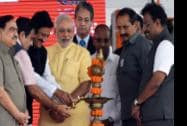 Prime Minister Narendra Modi with Maharashtra Governor K Shankarnarayanan, Nitin Gadkari, Minister of Road Transport and Highways, and Maharastra Chief Minister Prithviraj Chavan