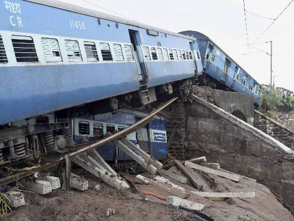 Madhya Pradesh, Train Derailment, Janata Express, Kamayani Express, Death Toll, Injured