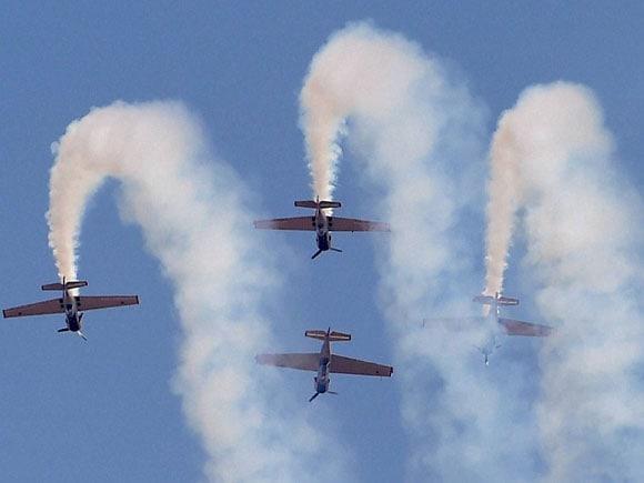 Aero India, Yakovlevs, UK, Wingwalker, AeroSuperBatics, Team