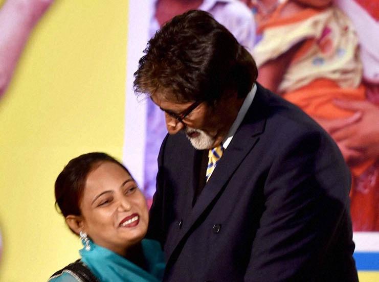 UNICEF Goodwill Ambassador, Bollywood actor, Amitabh Bachchan, hug, Polio Volunteer, UNICEF, celebrates, Polio Free India, function, New Delhi