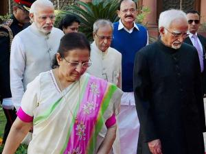President Pranab Mukherjee with Vice President Hamid Ansari , Prime Minister Narendra Modi and Lok Sabha Speaker Sumitra Mahajan,Parliamentary Affairs Minister M Venkaiah Naidu walks towards the Ce