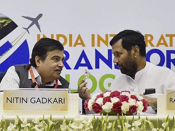 Nitin Gadkari, IITLS 2017, Logistics Summit 2017, Suresh Prabhu, Union Minister
