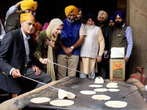 United States Ambassador to India Richard Rahul Verma  along with his family members perform karsewa during a visit to Golden Temple
