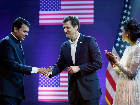 US Independence Day 2016, Nina Davuluri Dance, Devendra Fadnavis Twitter, American Independence Party, American Consulate Mumbai