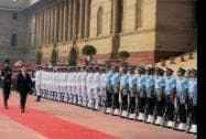 Vietnam's Prime Minister Nguyen Tan Dung inspects a guard of honour during a ceremonial reception at Rashtrapati Bhawan
