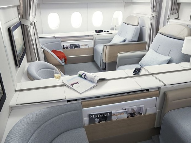 Airline industry, economy class, luxury travel, first class seats in airline, Singapore Airlines Ltd, Emirates Airline, Emirates First-Class Suites, Singapore Airlines First-Class Suites, Air France la Première, Cathay Pacific First Class, Etihad First-Class Apartment, American Airlines