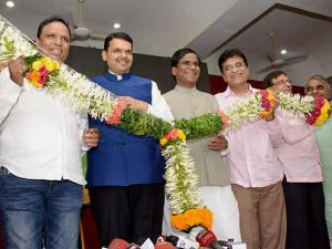 Chief Minister of Maharashtra Devendra Fadanvis and party state president Ravsaheb Danve along with Ashis Selar, Kirit Somaiya