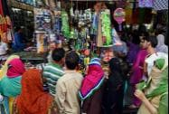 People busy in shopping for Eid in srinagar