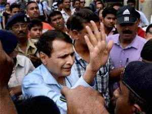 Yuva League activists protest against Suresh Prabhu in Kolkata