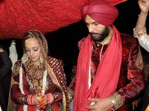 Yuvraj Singh with Hazel Keech during rituals of their marriage in Panchkula