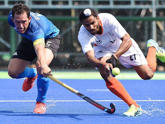 Pedro Ibarra, Akasdeep , India vs Argentina, Rio Olympics 2016, Hockey india, Qualifying match, Summer Olympic 2016, Argentina, Brazil