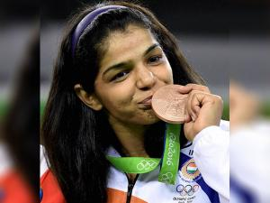 Sakshi Malik poses with her bronze medal