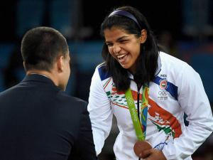 Sakshi Malik receiving bronze medal  at the vectory ceremony in the women's wrestling freestyle 58-kg competition