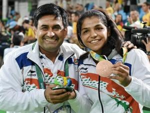 Sakshi Malik with her coach Kuldeep Singh, celebrates after winning bronze